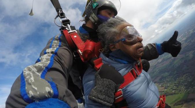 Terence Lewis montre une vue magnifique depuis l'océan alors qu'il aime la plongée sous-marine aux Maldives